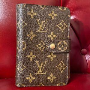 Classic Louis Vuitton (AUTHENTIC) wallet w/ zipper